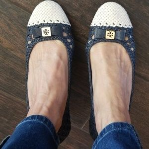 Original Tory Burch pump in classic navy and cream